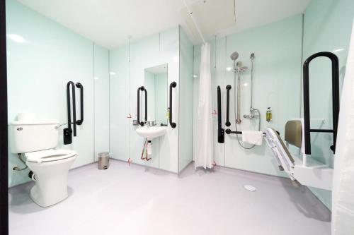 A bathroom at easyHotel London City Shoreditch