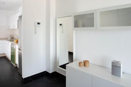 A kitchen or kitchenette at Villas de la Marina