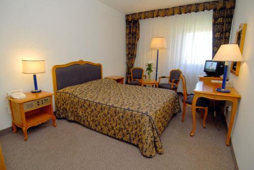 Кровать или кровати в номере Slavyanskaya Hotel