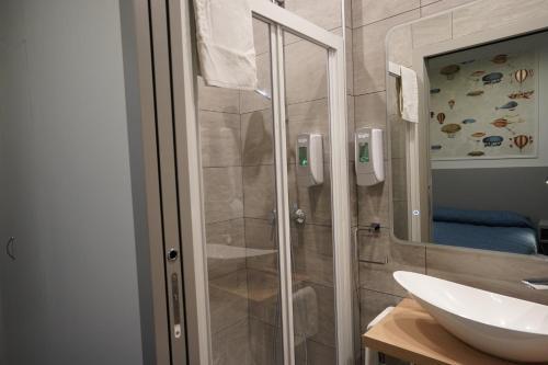 A bathroom at Hotel Montpensier