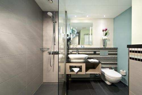 Ein Badezimmer in der Unterkunft Crowne Plaza Berlin City Centre, an IHG Hotel