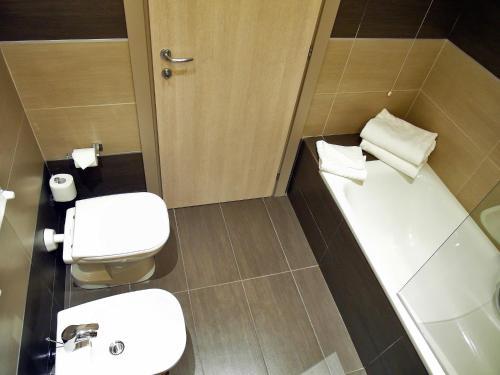 A bathroom at Hotel California
