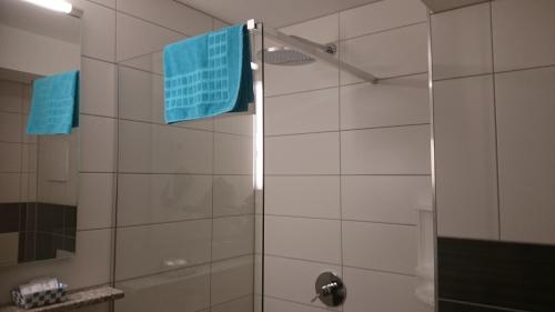 A bathroom at Pension ILMHOF