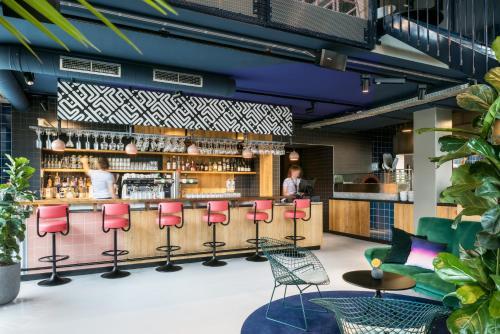 De lounge of bar bij The Student Hotel Eindhoven