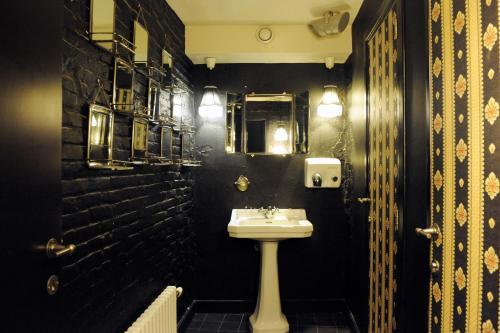 Een badkamer bij Le Berger Hotel