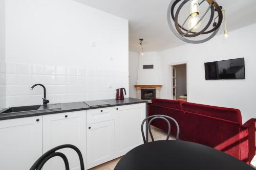 A kitchen or kitchenette at Sopotel