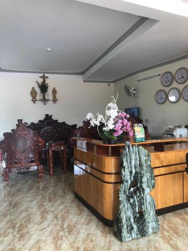 The lobby or reception area at khách sạn tính phát