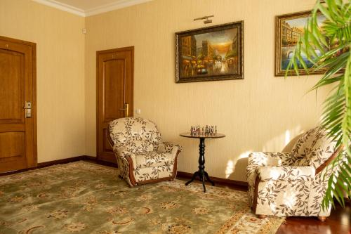 A seating area at Diplomat Club Hotel