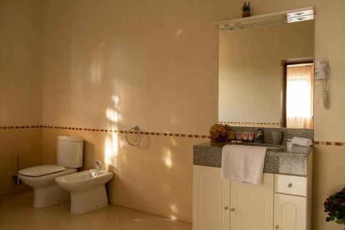 A bathroom at Diplomat Club Hotel