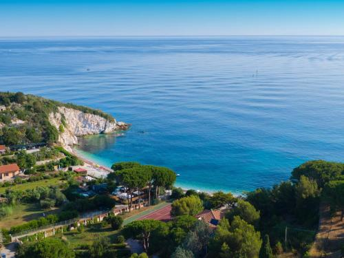 A bird's-eye view of Hotel Acquamarina
