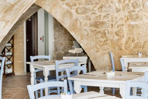 A restaurant or other place to eat at Itria Palace