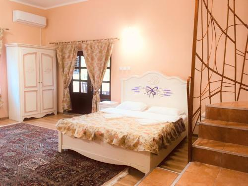 A bed or beds in a room at Leaganul Bucovinei Guest House