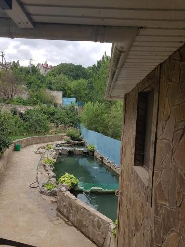 Вид на бассейн в Гостевой дом Serdce Prirody или окрестностях