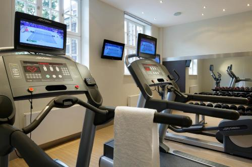 The fitness center and/or fitness facilities at Courtyard by Marriott Bremen