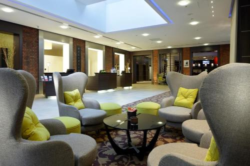 The lobby or reception area at Courtyard by Marriott Bremen
