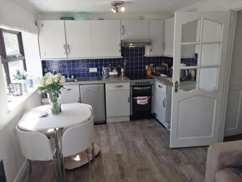 A kitchen or kitchenette at Knobbly Nook, whole property, gardens, parking, wifi, relaxing near Eden Project and coast