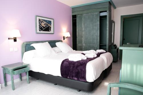 A bed or beds in a room at Hotel Torre Cristina
