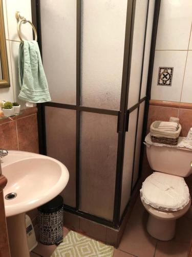 A bathroom at Acogedor