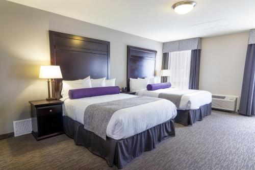 A bed or beds in a room at The Kanata by BCMInns Blairmore