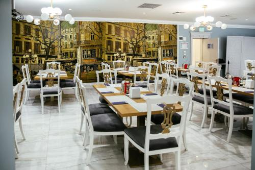A restaurant or other place to eat at Royal Classic Hotel
