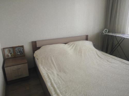 Кровать или кровати в номере Apartment Stroiteley