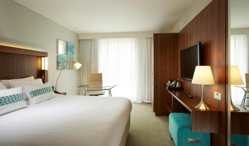 A bed or beds in a room at Courtyard by Marriott Aberdeen Airport
