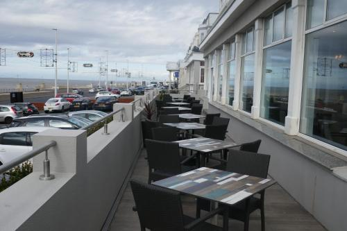 A restaurant or other place to eat at Best Western Carlton Hotel