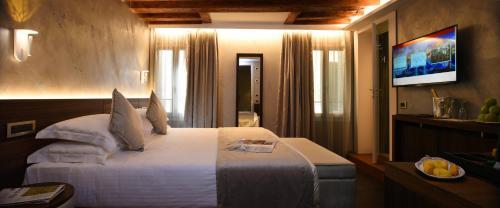 Cama ou camas em um quarto em Rosa Salva Hotel