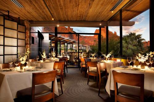 A restaurant or other place to eat at Sanctuary Camelback Mountain