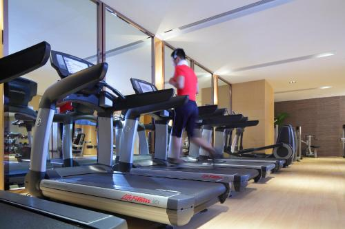 The fitness center and/or fitness facilities at Marriott Guangzhou Tianhe