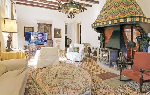 A restaurant or other place to eat at Thirteen-Bedroom Holiday Home in Vilanova del Valles
