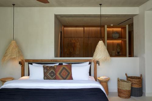 Ein Bett oder Betten in einem Zimmer der Unterkunft The Syntopia Hotel
