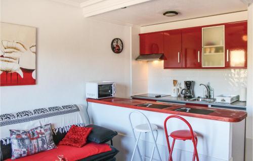 Una cocina o zona de cocina en Apartment Rojales 54