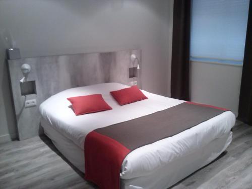Un ou plusieurs lits dans un hébergement de l'établissement L'Hôtel Restaurant Du Canard