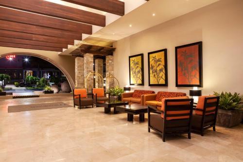 The lobby or reception area at Wyndham San Jose Herradura