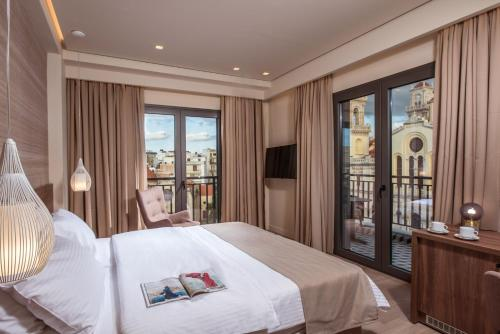 A bed or beds in a room at Metropole Urban Hotel