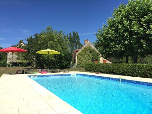 The swimming pool at or near Luxurious Holiday Home in Montrichard with Pool