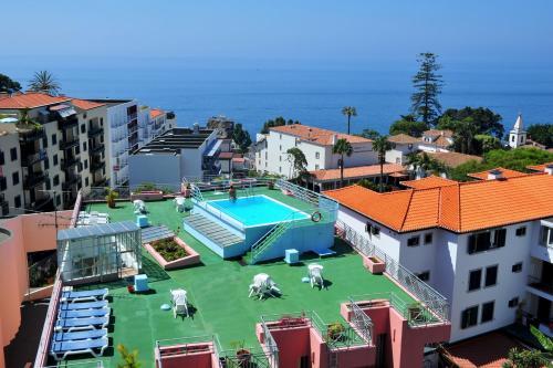 Uitzicht op het zwembad bij Aparthotel Imperatriz of in de buurt