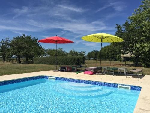 The swimming pool at or near Quaint Holiday Home with Swimming Pool in Montrichard France
