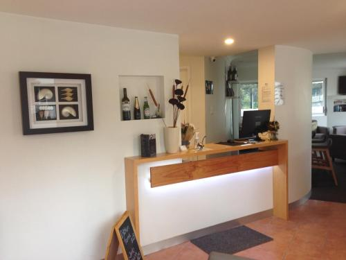 The lobby or reception area at Newcastle Links Motel