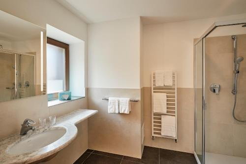 A bathroom at Sporthotel Panorama