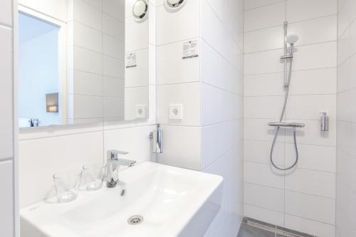 A bathroom at Fletcher Hotel Paleis Stadhouderlijk Hof