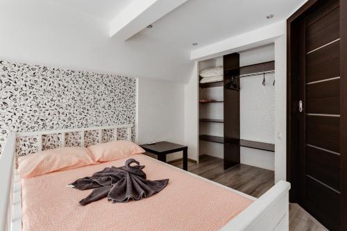 Кровать или кровати в номере BestFlat24 Medvdedkovo two-storey apartment