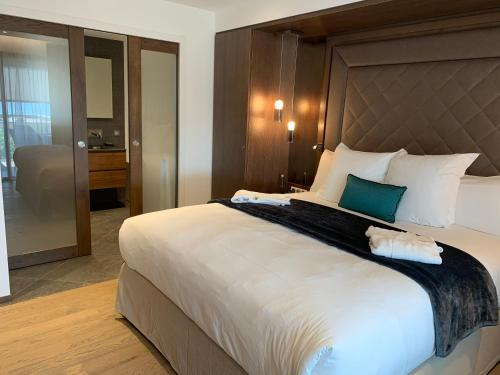 Un ou plusieurs lits dans un hébergement de l'établissement Hôtel Le Week end