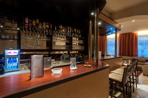 The lounge or bar area at Club Hotel Cortina