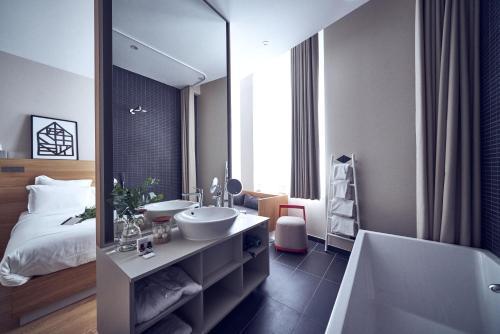 Salle de bains dans l'établissement Maison Nô - Hôtel et Rooftop