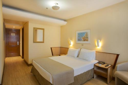 A bed or beds in a room at Windsor Plaza Copacabana