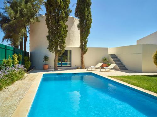 The swimming pool at or near Depósito de Água