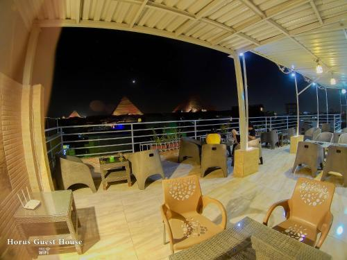 A restaurant or other place to eat at Horus Guest House Pyramids View