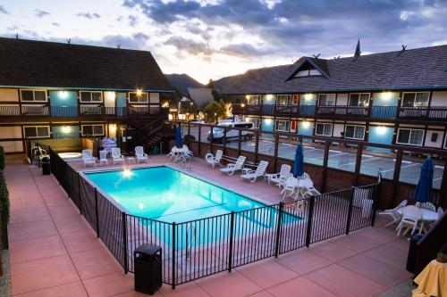 A view of the pool at King Frederik Inn or nearby